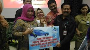 penyerahan-bantuan-mobil-pustaka-keliling-bpa-pekanbaru
