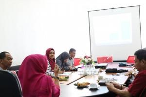 Pertemuan di ruang rapat 2