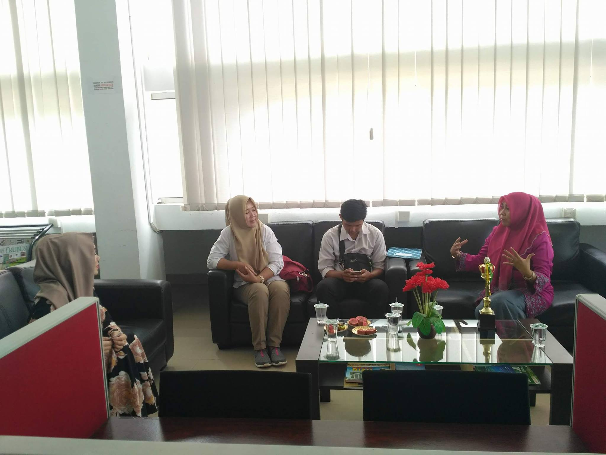 Diskusi bersama Kepala Dinas Perpustakaan dan Kearsipan Kota Pekanbaru