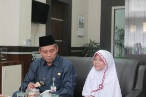 Jamuan di ruang kepala Dispusip Kota Pekanbaru