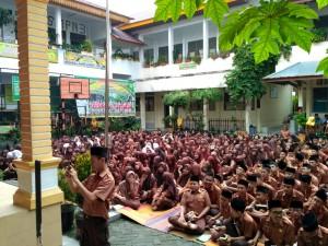 Tour literasi SMPN 3 Pekanbaru.