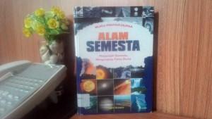 Sinopsis Buku Alam Semesta (Menjelajah Semesta, Mengungkap Fakta Dunia)