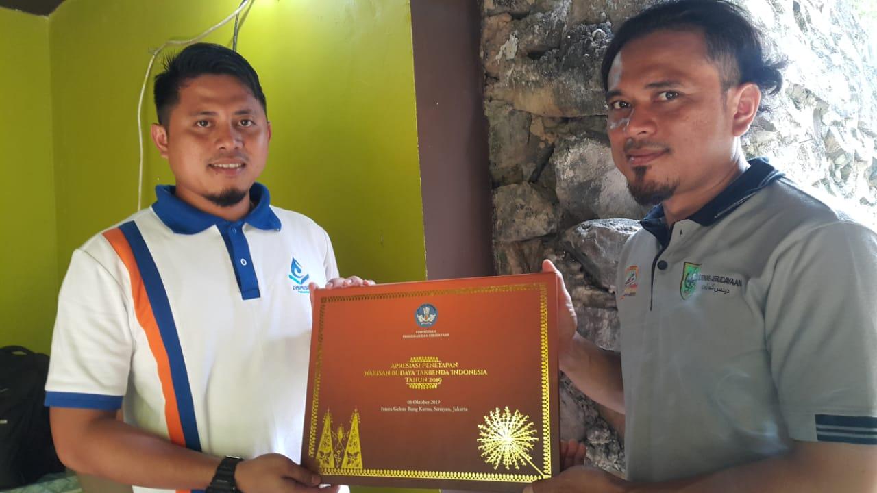 Dinas Kebudayaan Provinsi Riau menyerahkan file digital Sertifikat Warisan Budaya Tak Benda Riau ke Dispusip Kota Pekanbaru