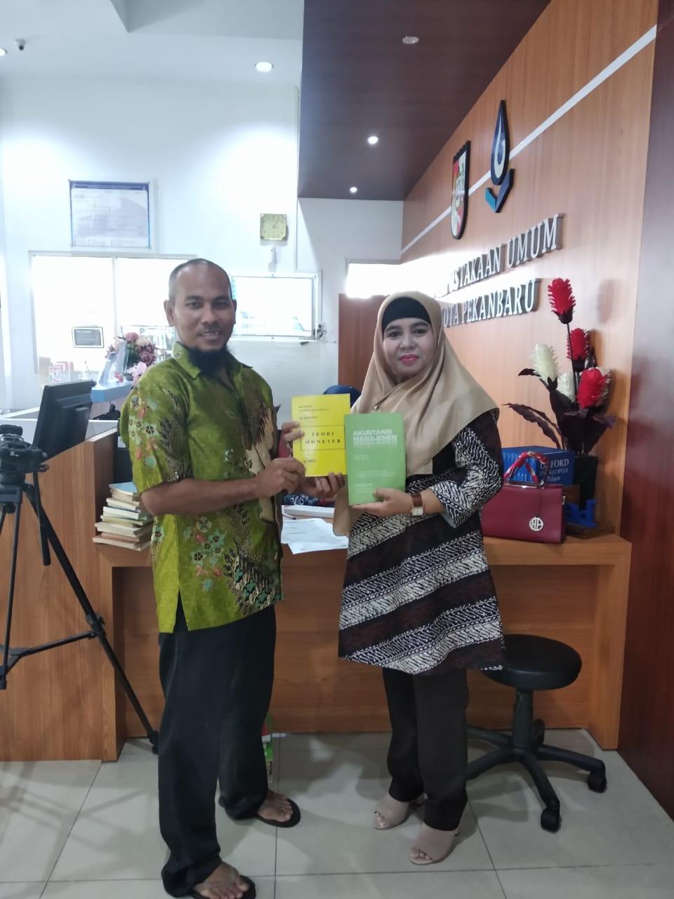 Dispusip Kota Pekanbaru terima hibah buku dari perorangan sebanyak 33 Eksemplar