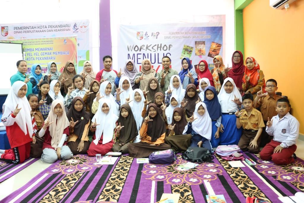 workshop menulis buku di dispusip pekanbaru bersama flp pekanbaru