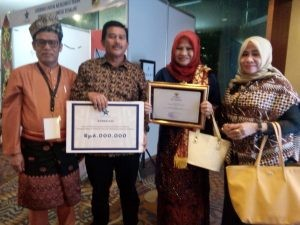 menerima Penghargaan Kabupaten Terbaik 1 tingkat Nasional Dinas Perpustakaan Kabupaten Siak