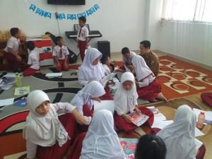 Budayakan Minat Baca, Puluhan Siswa SDN 88 Study Tour ke Dispusip 3