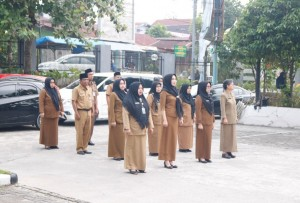 Upacara bendera dispusip 6